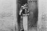 Шах Насер ад-Дин, который правил Персией во второй половине XIX века, с юности увлекался фотографией. Он устроил во дворце собственную фотостудию и назначил первым придворным фотографом Антона Севрюгина из России, у которого имелось фотоателье в Тегеране. Севрюгин снимал шаха и придворных, но в женскую половину дворца путь был закрыт. Свой гарем Насер ад-Дин фотографировал лично.