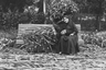 Рядом с внучкой шаха Фахр аль-Тадж на скамейке прикорнула ее мать— дочь шаха Насера ад-Дина Исмат ад-Даула.