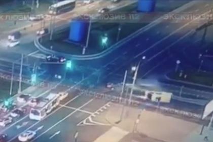 Появилось видео ДТП со скорой в Москве