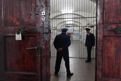 Полицейские задержали пристыдившего их россиянина и сели в тюрьму
