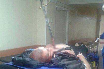 В одну из больниц Москвы доставлен мужчина с саблей XIX века в груди