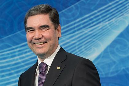 Президент Туркмении расстрелял мишени, расписался на них и сдал в музей