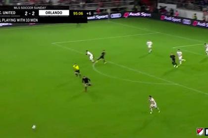 Руни за несколько секунд спас пустые ворота и сделал гол