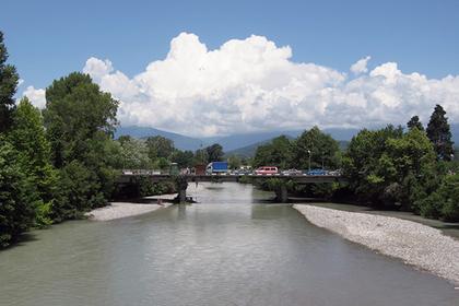 Пограничный переход между Россией и Абхазией на реке Псоу