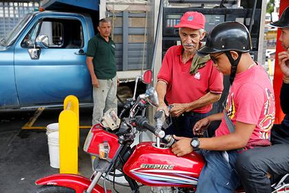 Венесуэла введет рыночные цены исубсидии натопливо из-за контрабанды
