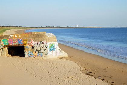Турист вырыл себе яму на пляже и утонул в ней