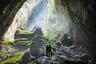 Одна из самых посещаемых достопримечательностей Вьетнама — пещера Шондонг— находится в центральной части страны, в национальном парке Фонгня-Кебанг, и признается самой крупной пещерой в мире. Ее длина — почти 6,5 тысячи метров, а в некоторых местах проходы достигают 200 метров в высоту и 150 метров в ширину.