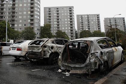 Десятки машин по непонятной причине спалили за ночь в Швеции