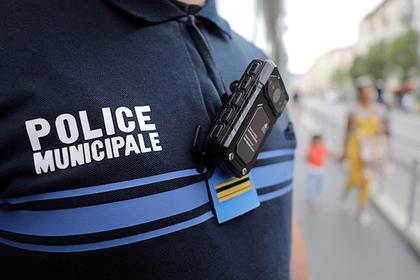 Найден способ залезть полицейскому в нагрудную камеру