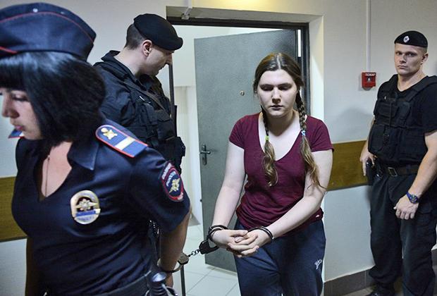 Рассмотрение вопроса о продлении ареста обвиняемой по делу организации «Новое величие» Анны Павликовой в Дорогомиловском районном суде