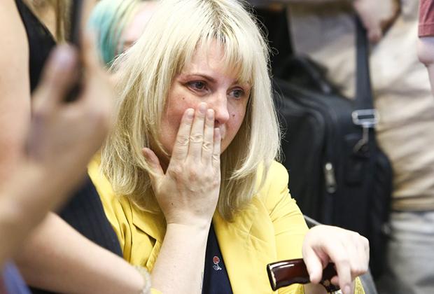 Мать обвиняемой Юлия Павликова на рассмотрении в Дорогомиловском суде ходатайства о продлении ареста ее дочери