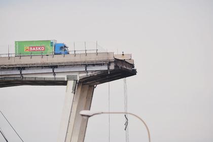 Власти уточнили число погибших в результате обрушения моста в Италии