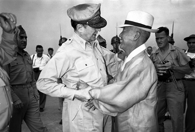 Генерал армии США Дуглас Макартур и Ли Сын Ман