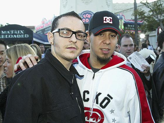 Май 2003 года. Участники группы Linkin Park Майк Шинода (справа) и Честер Беннингтон