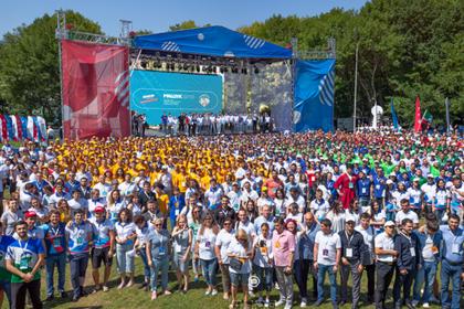 На гигапиксельную панораму попали сотни людей и Путин