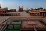 Древний город Фатехпур-Сикри с 1986 года носит статус объекта Всемирного наследия ЮНЕСКО. Его построил могольский император Акбар Великий, а спустя некоторое время забросил — по преданию, из города внезапно ушла вся вода, и правителю пришлось переехать в Лахор. Постепенно все жители покинули Фатехпур-Сикри, и он стал настоящим городом-призраком.