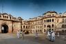 Патиала — город на юго-востоке штата Пенджаб. Когда-то Патиала была столицей одноименного сикхского княжества, основанного в XVIII веке. Сегодня сюда приезжают только самые неленивые туристы — чтобы увидеть старую крепость и изысканный дворец.