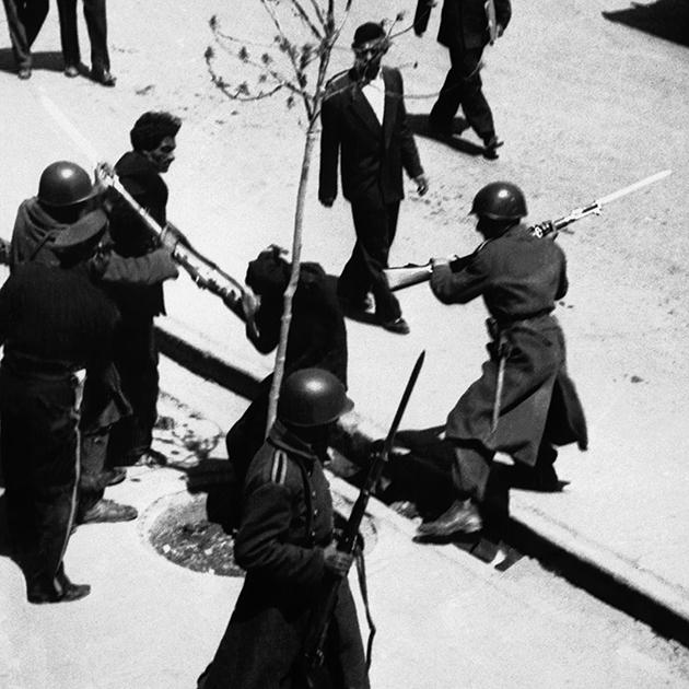Сторонников Мохаммеда Мосаддыка разгоняла полиция и военные