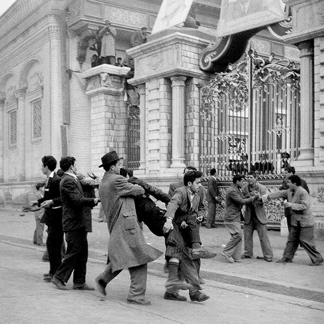 Раненый в ходе протестов в Тегеране, март 1953 года