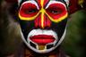 Эта красивая молодая женщина живет в деревне Лагайм, округ Тамбул, провинция Западное Высокогорье, Папуа— Новая Гвинея.