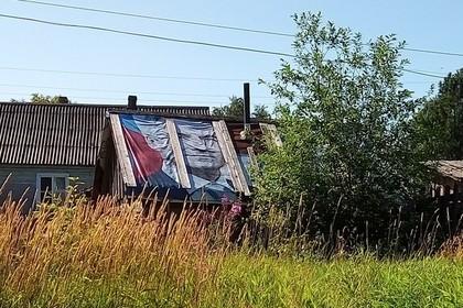 Заклеившим крышу баннером с губернатором пенсионерам сделали ремонт