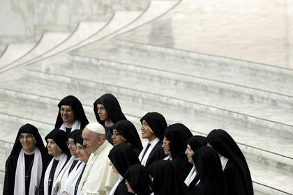 Ватикан прервал многолетнее молчание после обвинения священников в педофилии