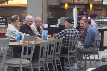 Пожилой мужчина увидел себя в меме и пришел в ярость