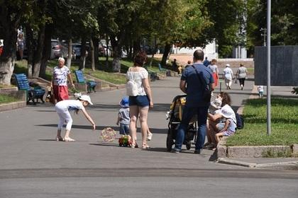 Многодетным россиянам запретят опекать сирот