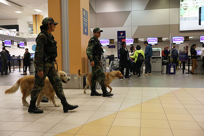 Девять самолетов совершили экстренную посадку из-за угрозы взрыва
