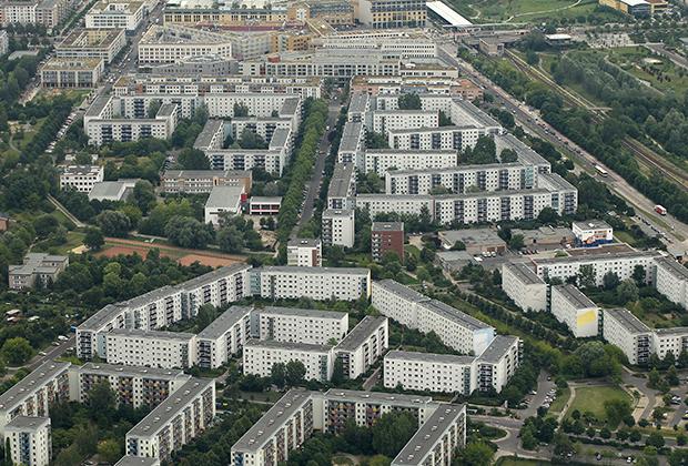 Современные дома в Берлине соседствуют с  постройками XVIII-XIX веков, зданиями периода Третьего рейха и эпохи ГДР.