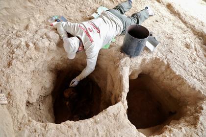 Ученые определили пол и возраст людей из загадочного саркофага в Египте
