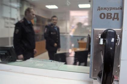 Задержанный россиянин сбежал от полиции через окно со своим уголовным делом
