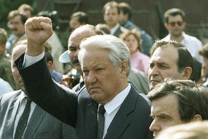 Рассказавшего о попытках Ельцина сбежать во время путча назвали лжецом