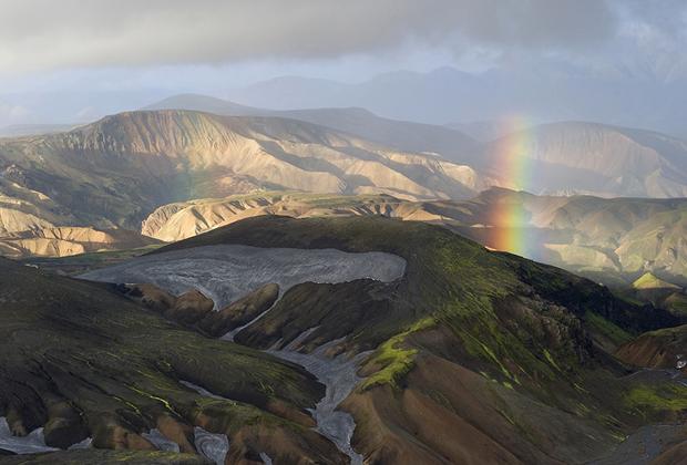 Тропа Лёйгавегюр — самый известный маршрут для пешего туризма в Исландии. Тропа длиной 55 километров расположена в юго-западной части острова. Высшая точка на пути — тысяча 50 метров. Маршрут проходит по национальному парку, поэтому ночевки возможны только в одном из четырех приютов. Палатку также можно поставить лишь рядом с ними. Обычно на преодоление Лёйгавегюра уходит от двух до четырех дней.
