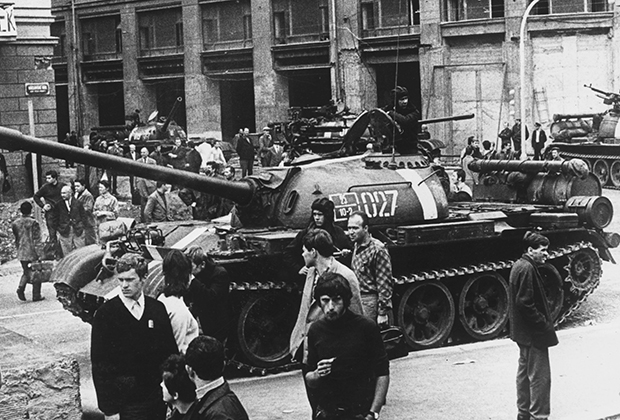 27 августа 1968 года. Танки Т-54 в центре Праги