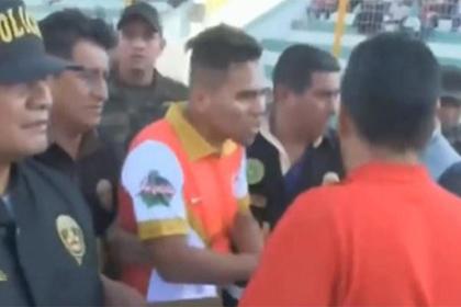 Футболист попался на краже личности и покинул поле