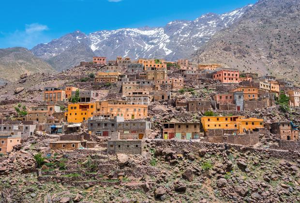 Гора Тубкаль или Джебель-Тубкаль, как ее называют местные — самая высокая точка Марокко и всех Атласских гор. Ее высота достигает 4 тысяч 165 метров. Восхождение на нее относительно простое и занимает всего два дня, поэтому куда популярнее трекинговый маршрут длиной 72 километра, который позволяет насладиться видами, а заодно поближе познакомиться с берберской культурой.