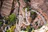 Национальный парк Зайон —одна из главных достопримечательностей штата Юта, а подъем к обзорной точке «Приют ангелов», с которой открывается вид на каньон — главный его пеший маршрут. Путь к вершине этой отдельно стоящей скалы высотой 454 метра отлично подготовлен, в самых сложных местах еще в 1920-е годы вырезаны ступеньки, а длина маршрута —всего четыре километра, которые можно пройти за четыре-пять часов. Главный интерес маршрута в панораме, которая открывается с вершины.