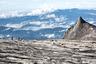 Соседняя Малайзия интересна восхождением на гору Кинабалу — наивысшую точку острова Борнео и всей Юго-Восточной Азии (4 тысячи 95 метров). Маршрут длиной восемь километров начинается в джунглях, проходит через гранитные скалы и безжизненные плато. Лучше всего для восхождения подходит период с февраля по апрель, но даже в это время на вершине очень холодно.