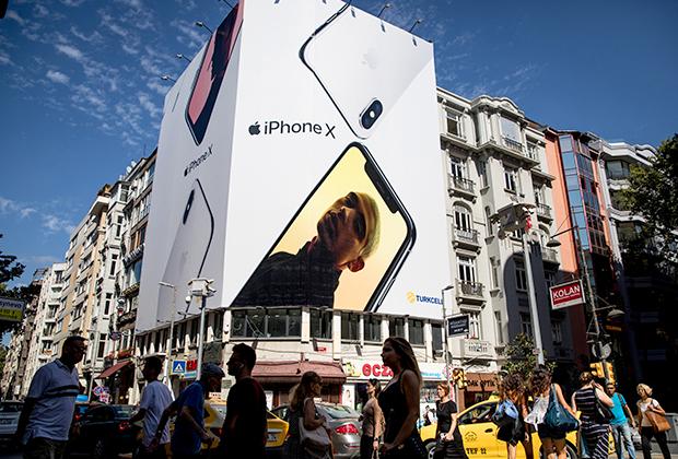Сразу после этого крупные турецкие ретейлеры прекратили принимать от клиентов заказы на телефоны iPhone и другую американскую продукцию