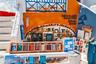 Внутри — множество книг на всех языках мира, приветливые владельцы и кот. Его, согласно объявлению на одной из стен, можно арендовать за пять евро.