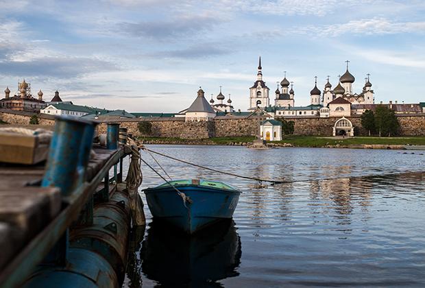 Вид на Спасо-Преображенский Соловецкий мужской монастырь