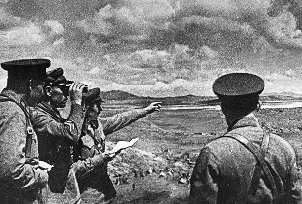 Советские командиры на берегу озера Хасан во время боевых действий