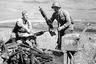 Красноармейцы рассматривают японские трофеи после Хасанских боев, 1938 год