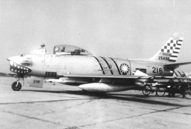Самолет F-86 Sabre: именно такие машины американцы вооружили ракетами Sidewinder