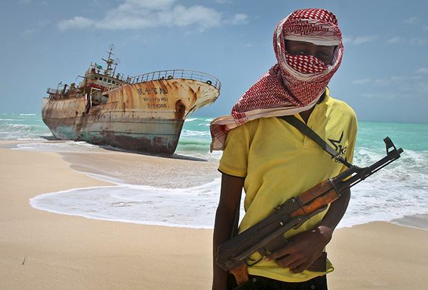 Тяжелая экономическая ситуация, фактическое отсутствие централизованной власти, голод и нищета толкнули жителей прибрежных районов Сомали на занятие пиратством.
