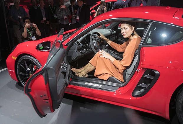November 29, 2017 - Los Angeles, California, U.S - Tennis player Maria Sharapova attends the unveiling of the 2018 Porsche 718 Cayman GTS at the Los Angeles Auto Show, Wednesday, November 29, 2017, in Los Angeles, California