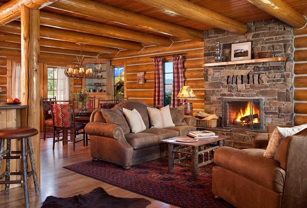 «Лучшим семейным отелем» стал The Ranch at Rock Creek в Филипсбурге, США. Комплекс завоевал свой титул благодаря широкому выбору занятий для активного отдыха. В отеле есть собственный spa-центр, площадка для гольфа, сауна, фитнес-зал, аренда велосипедов и оборудования для зимних видов спорта. Кроме того, расположенный в самом центре Западной Монтаны отель предлагает гостям насладиться горными пейзажами, устроив конную прогулку или хайкинг.