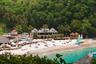 Индивидуальный подход к каждому гостю принес четырехзвездочной гостинице BodyHoliday Saint Lucia в Кастри, Сент-Люсия, звание «Лучшего велнесс-отеля». Помимо ежедневных массажей, омолаживающих процедур и занятий йогой, постояльцев обеспечат личной программой питания и тренировок на все время пребывания. Ни в одном из 155 роскошных номеров гостиницы нет телевизора. Вместо него гостям предлагается безлимитный доступ к чистейшему горному воздуху и белоснежным песчаным пляжам.