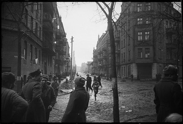 На одной из улиц Познани. 1-й Белорусский фронт, 1944 год.